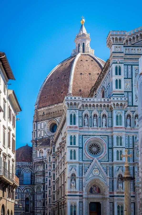 Detail van de voorgevel van Basiliekdi Santa Maria del Fiore in Florence, Italië royalty-vrije stock afbeelding