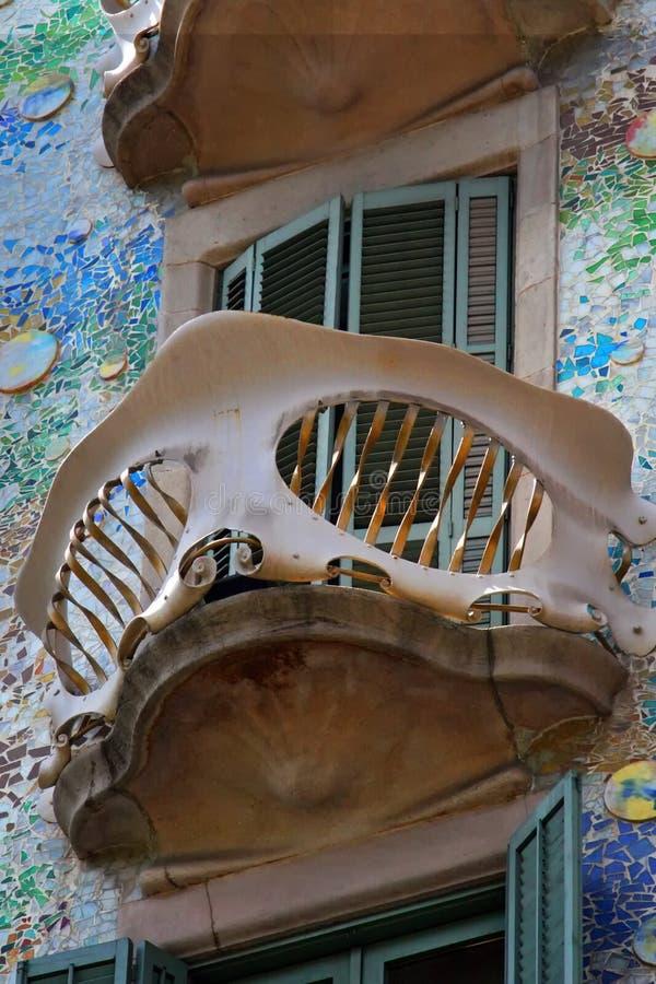 Detail van de voorgevel van Casa Batllo van Antoni Gaudi in Barcelona Catalunya - Spanje royalty-vrije stock fotografie