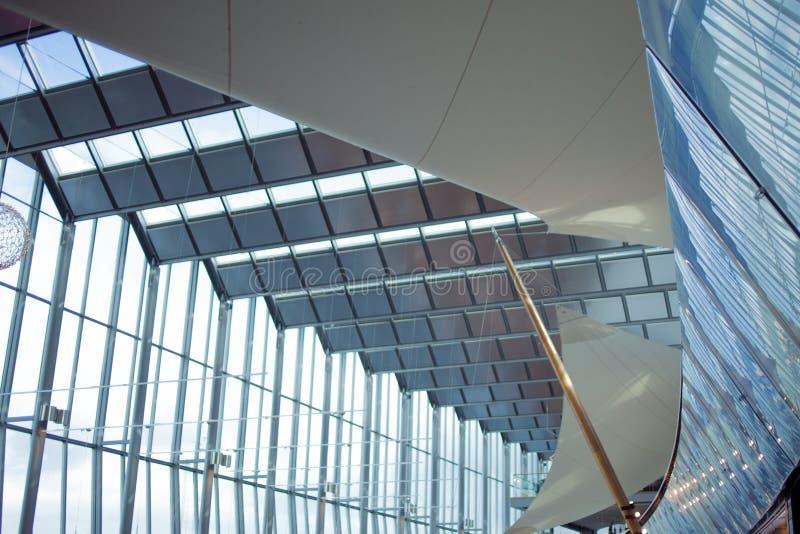 Detail van de voorgevel van een modern gebouw, een glas en een metaal royalty-vrije stock foto