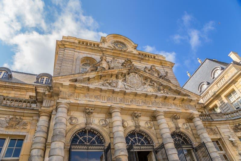 Detail van de voorgevel van de centrale bouw van het landgoed van vaux-le-Vicomte, Frankrijk stock foto