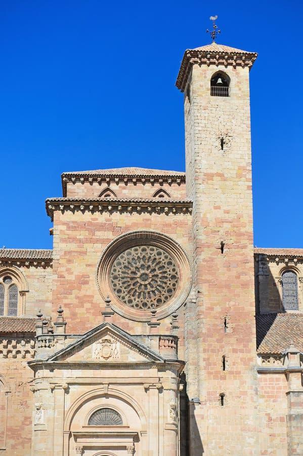 Detail van de voorgevel van St Mary Cathedral in Siguenza, Guadalajara, Spanje royalty-vrije stock foto's