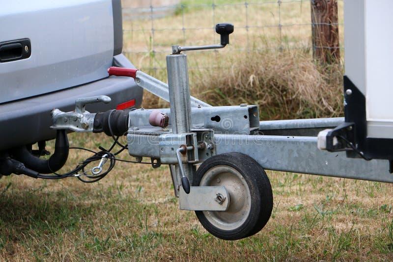 Detail van een auto met een aanhangwagen stock fotografie