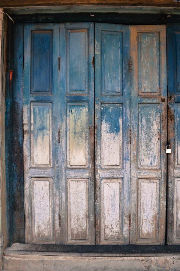 Detail van een blauwe deur royalty-vrije stock foto's