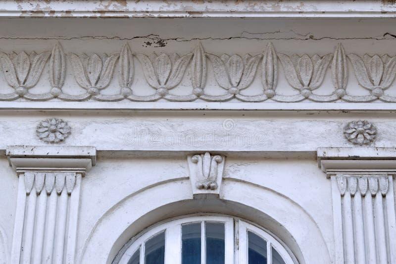 Detail van een gevel van een historisch gebouw stock afbeeldingen