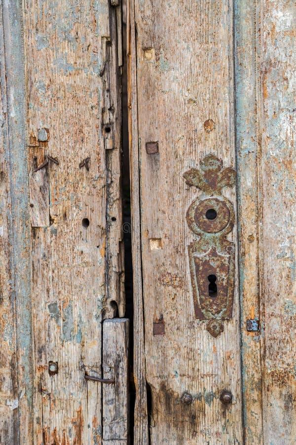 Detail van een oude deur in Aiud, Roemenië royalty-vrije stock fotografie
