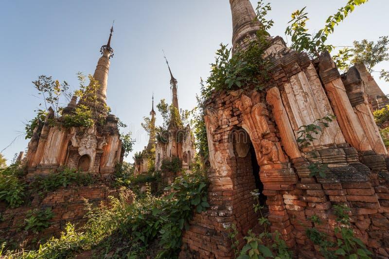 De Pagoden van Indein van Shwe stock foto