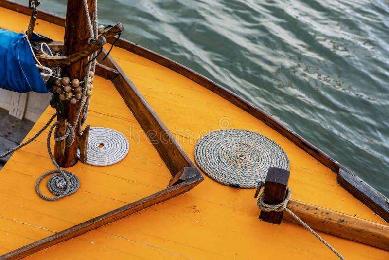 Detail van een uitstekende zeilboot stock afbeeldingen