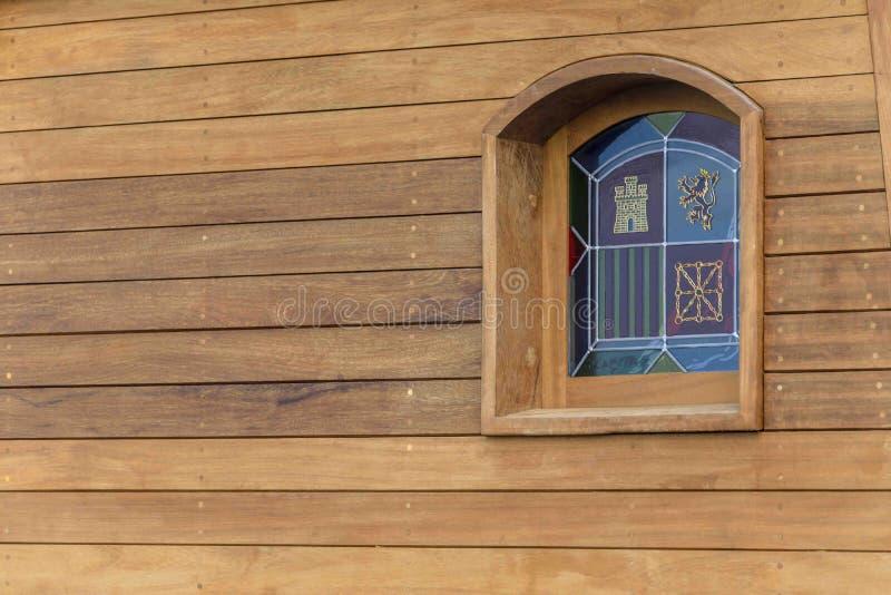 Detail van een venster van een oude Spaanse galjoenreplica stock afbeelding