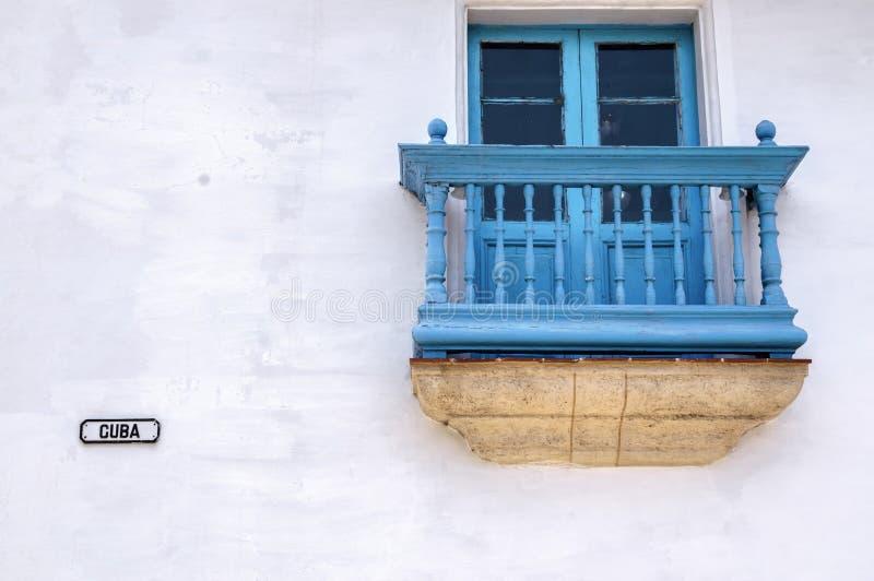 Detail van een voorgevel van een koloniaal huis in Havana royalty-vrije stock fotografie