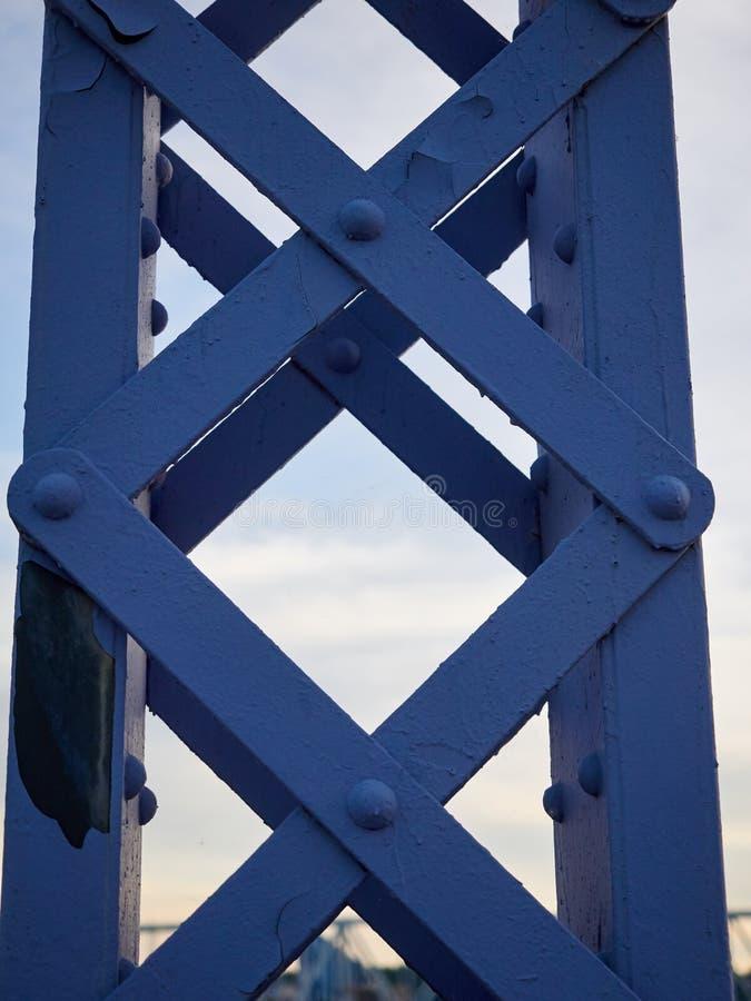 Download Detail Van Geschilderde Vastgenagelde Brug Tegen Blauwe Hemel Stock Foto - Afbeelding bestaande uit blauw, bouw: 54076790