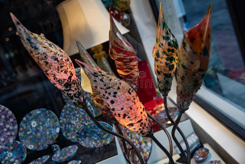Detail van glasbladeren van Murano-glaslampen Artistieke totstandbrenging typisch van het Venetiaanse eiland royalty-vrije stock afbeelding