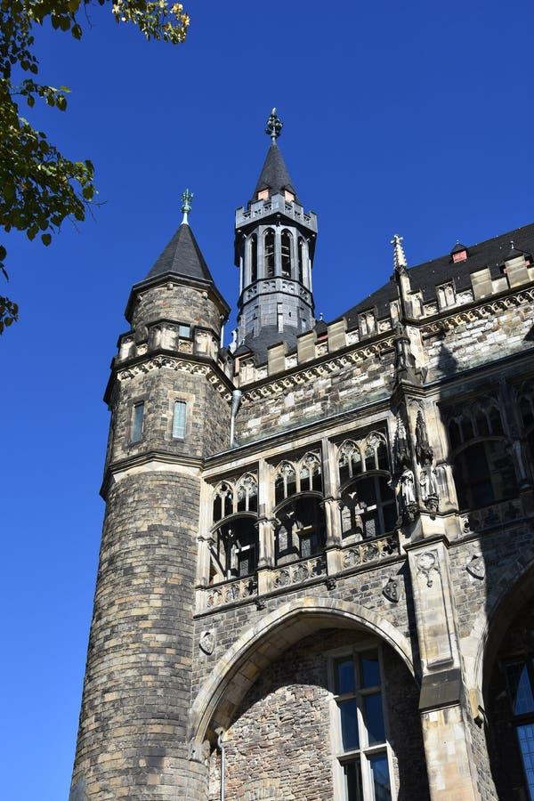 Detail van gotisch stadhuis in Aken stock afbeelding