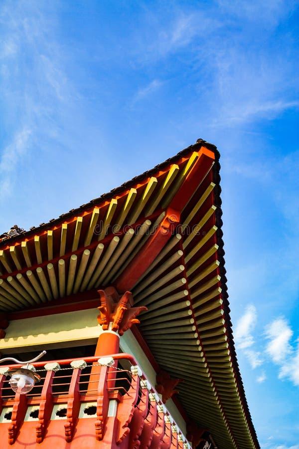 Detail van het dak van een historisch Koreaans gebouw stock foto