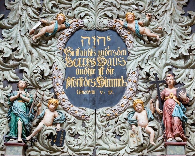 Detail van het portaal van St Nicholas Church in Stralsund, Duitsland stock fotografie