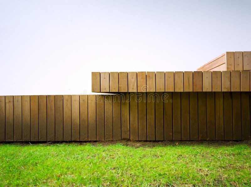 Detail van houten-met panelen bekleed buitendek stock fotografie