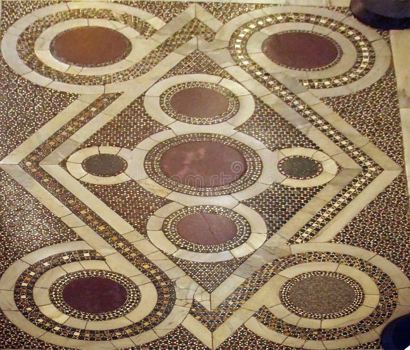Detail van ingelegd marmeren Islamitisch ontwerp op vloer stock afbeeldingen