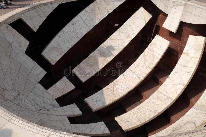 Detail van Jai Prakash Yantra, een zonnewijzer die hoogten, azimut, uurhoeken en declinaties in Jantar Mantar meet royalty-vrije stock afbeeldingen