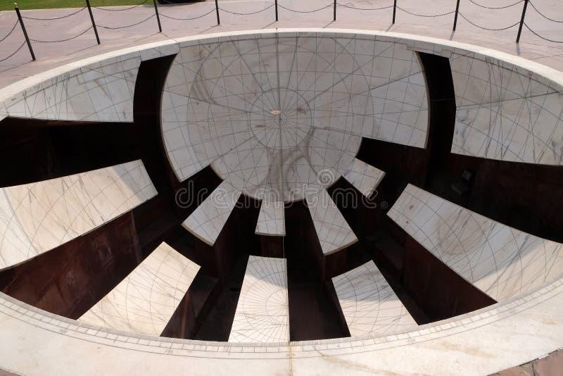 Detail van Jai Prakash Yantra, een zonnewijzer die hoogten, azimut, uurhoeken en declinaties in Jantar Mantar meet stock foto's