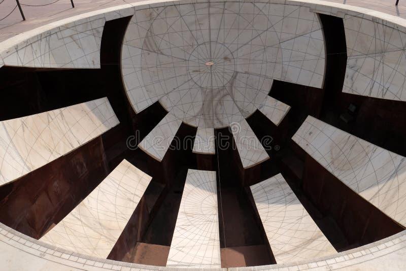 Detail van Jai Prakash Yantra, een zonnewijzer die hoogten, azimut, uurhoeken en declinaties in Jantar Mantar meet royalty-vrije stock foto