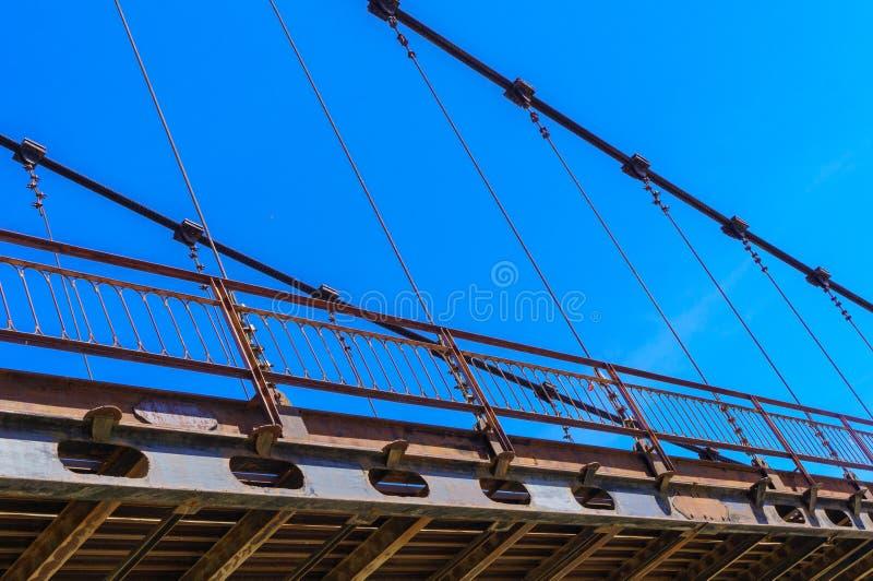 Detail van kabel-gebleven brug over rivier Katun in Altai royalty-vrije stock fotografie