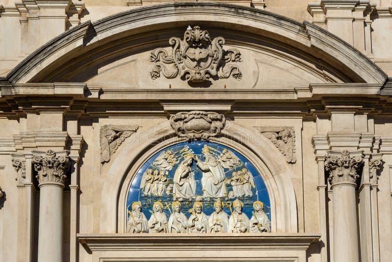 Detail van Kerk van Alle Heiligen, Chiesa Di San Salvatore di Ognissanti bij Piazza Di Ognissanti in Florence Italië stock foto's