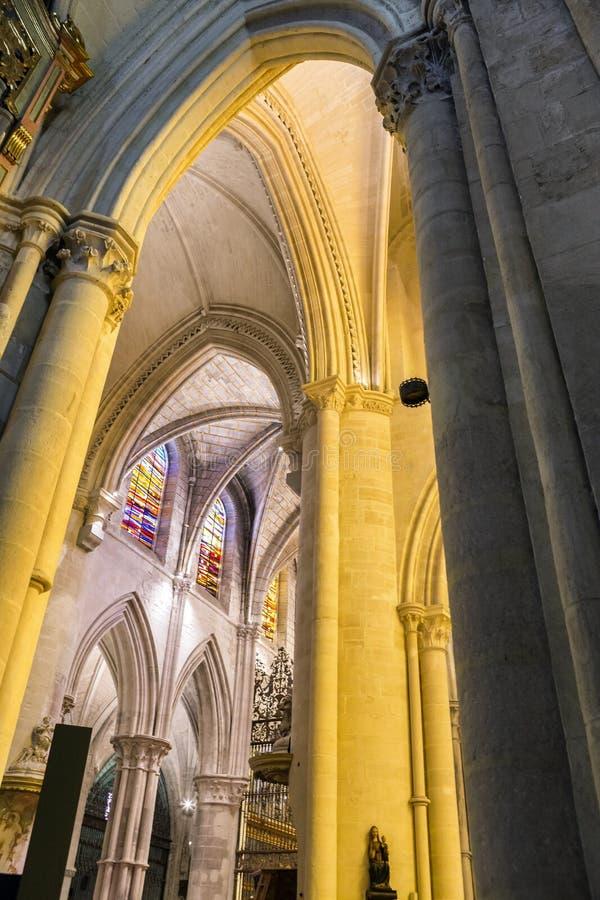 Detail van kluis van Kathedraal van Onze Dame van Gunst en Heilige Juli stock afbeelding