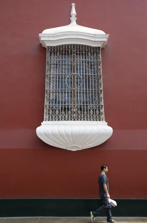 Detail van koloniaal venster en architectuur in Trujillo - Peru royalty-vrije stock foto's
