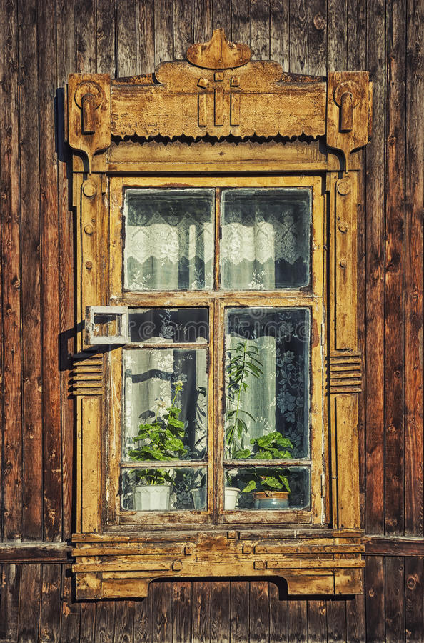 Detail van oud blokhuis in Tomsk, Siberië stock foto