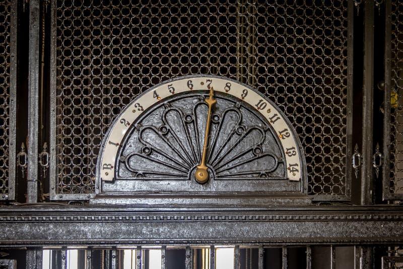 Detail van oude lift bij Barolo-Paleisbinnenland - Buenos aires, Argentinië stock foto
