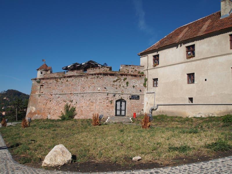 Detail van oude vesting Cetatuia op een zonnige de herfstdag, Brasov, Roemenië stock fotografie