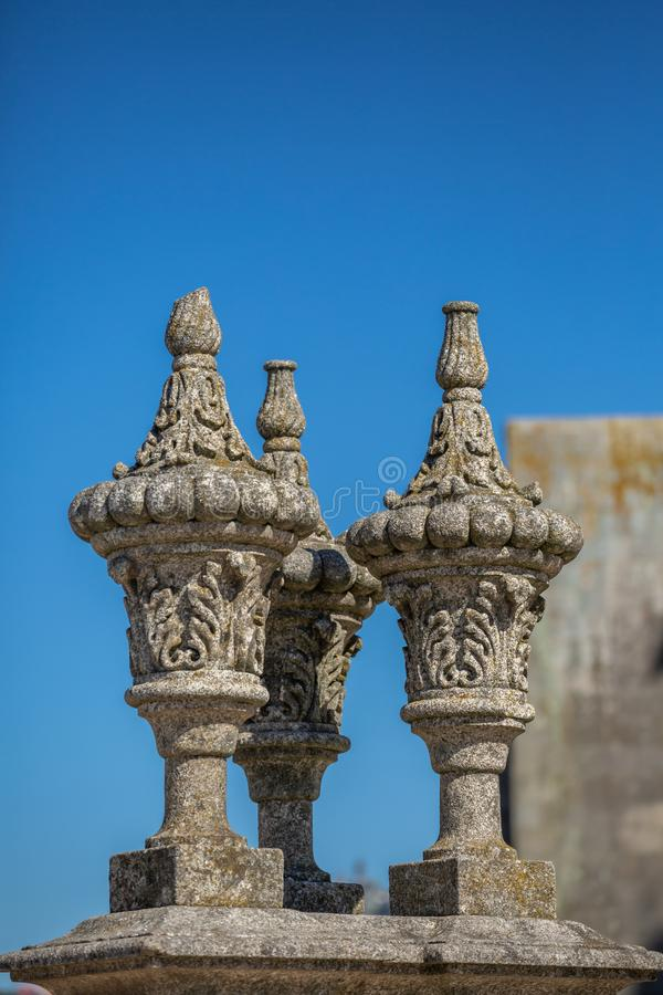 Detail van toppen bij Pillory van Porto stad, een gesierd beeldhouwwerk op plein stock fotografie