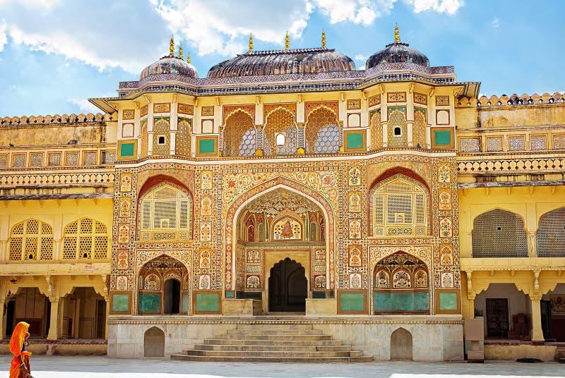 Detail van verfraaide gateway Amber fort Jaipur, India stock afbeeldingen
