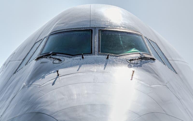 Detail van vliegtuigenneus met cockpitvenster royalty-vrije stock foto's
