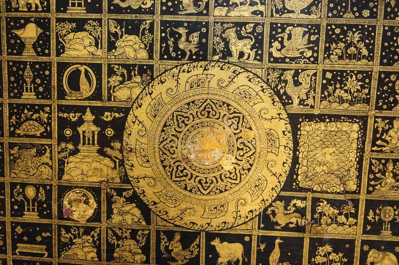 Detail van Voet die het standbeeld van Boedha in Wat Pong Sanuk Tai Tem doen leunen royalty-vrije stock foto