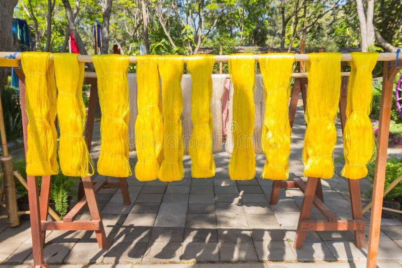 Detail van wevend weefgetouw voor eigengemaakte zijde royalty-vrije stock foto