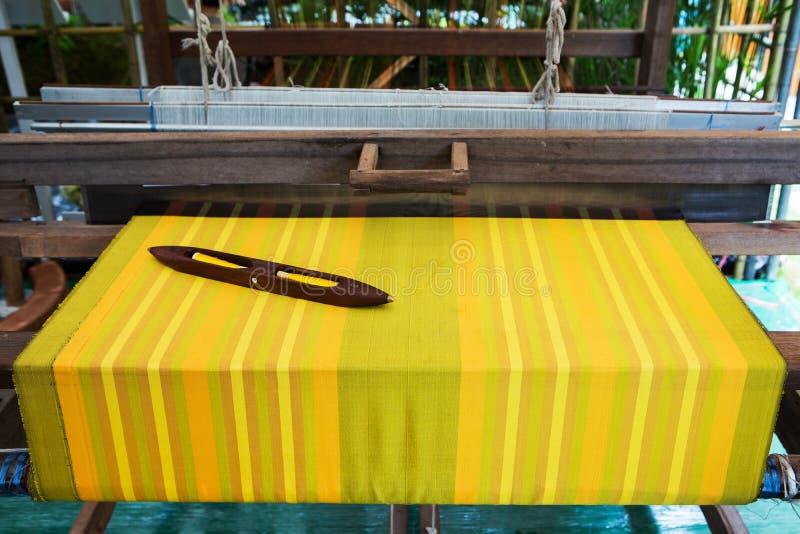 Detail van wevend weefgetouw voor eigengemaakte zijde royalty-vrije stock afbeeldingen