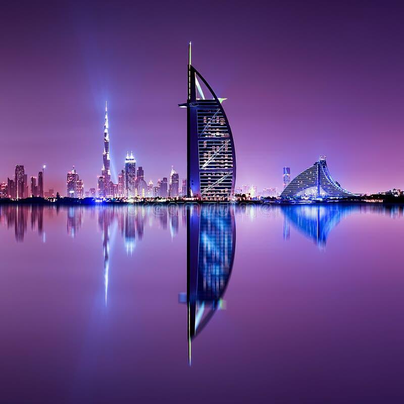 Detail van wolkenkrabberbezinning Het Palmeiland, Verenigde Arabische Emiraten royalty-vrije stock foto's