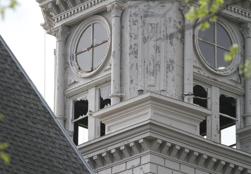 Detail van zaalschade op gerechtsgebouw