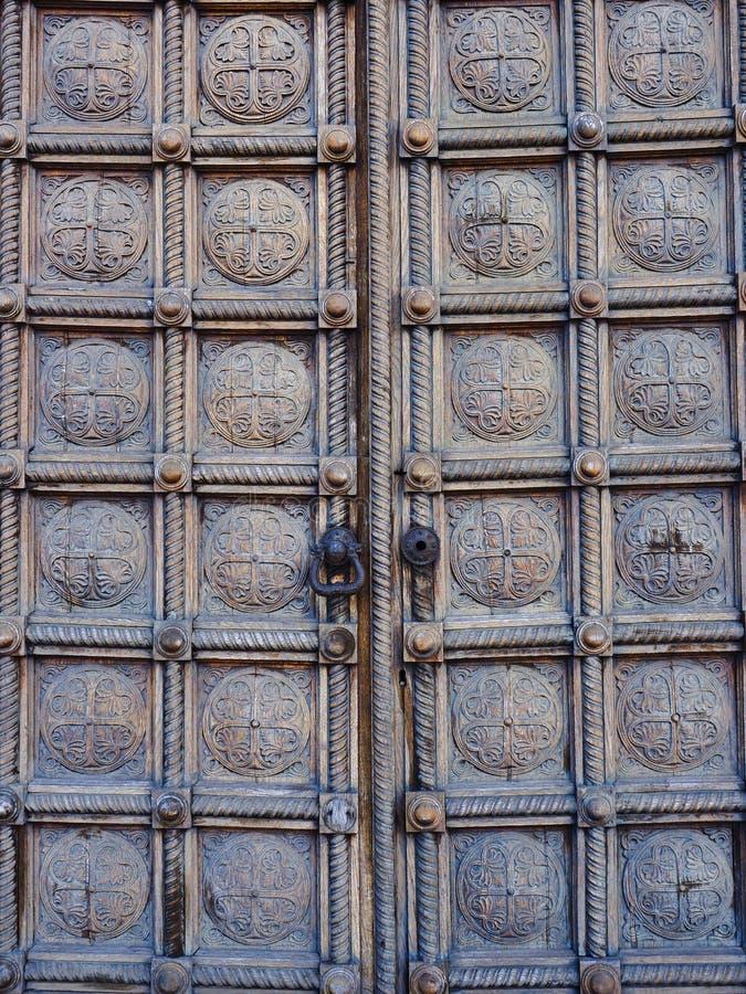Detail van Zware Gesneden Houten Comité Deuren, Alexander Nevsky Cathedral, Sofia, Bulgarije stock afbeeldingen