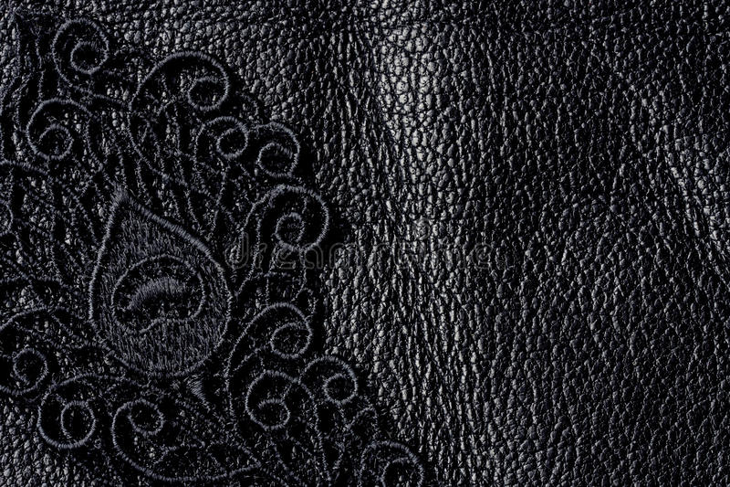 Detail van zwart kant op leer stock foto