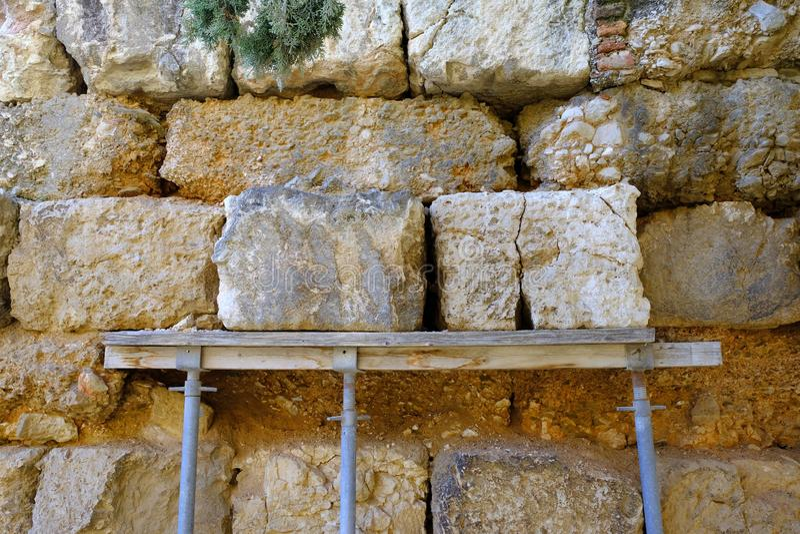 Detail von altgriechischen Ruinen, Akropolis-Steigungen, Athen, Griechenland stockfotografie