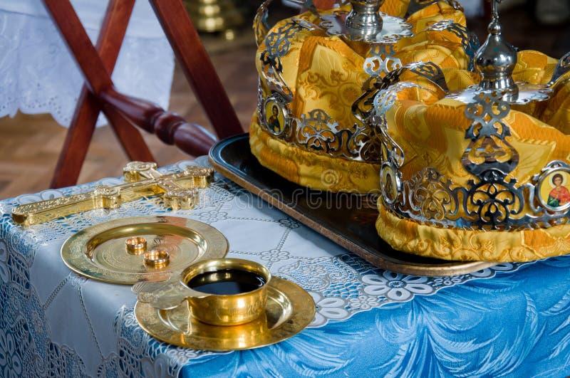 Detail von der kirchlichen Hochzeit stockfotos