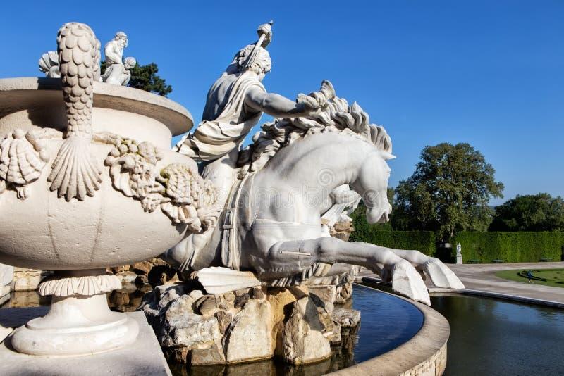 Detail von Neptun-Brunnen in Schonbrunn-Palast in Wien stockfotografie