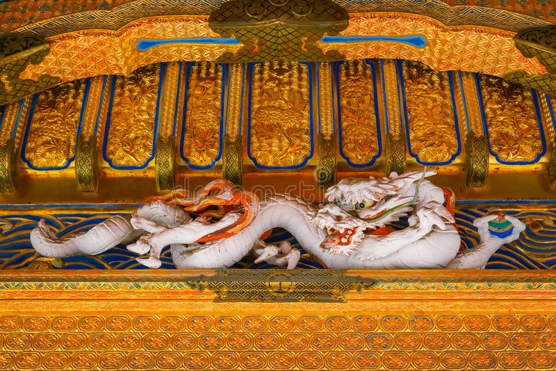 Detail von Yashamon-Tor an Taiyuinbyo-Schrein in Nikko, Japan stockfotos