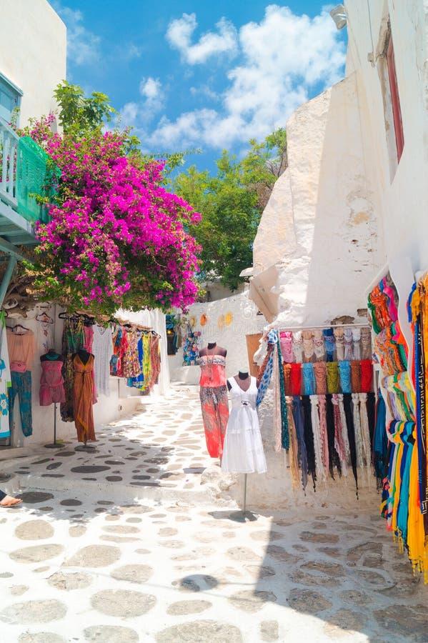 Detailbeeld van een Griekse toeristische winkel op Mykonos-eiland stock foto