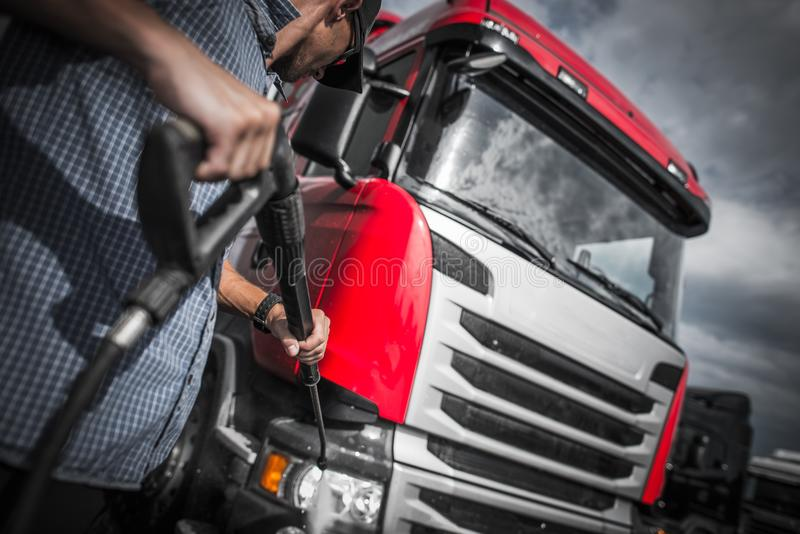 Detailer lastbiltvagning royaltyfri foto