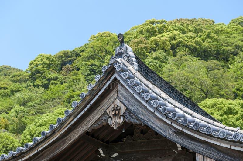Detailleert de bouwdak wijzend op mooie traditionele Japanse architectuur stock foto