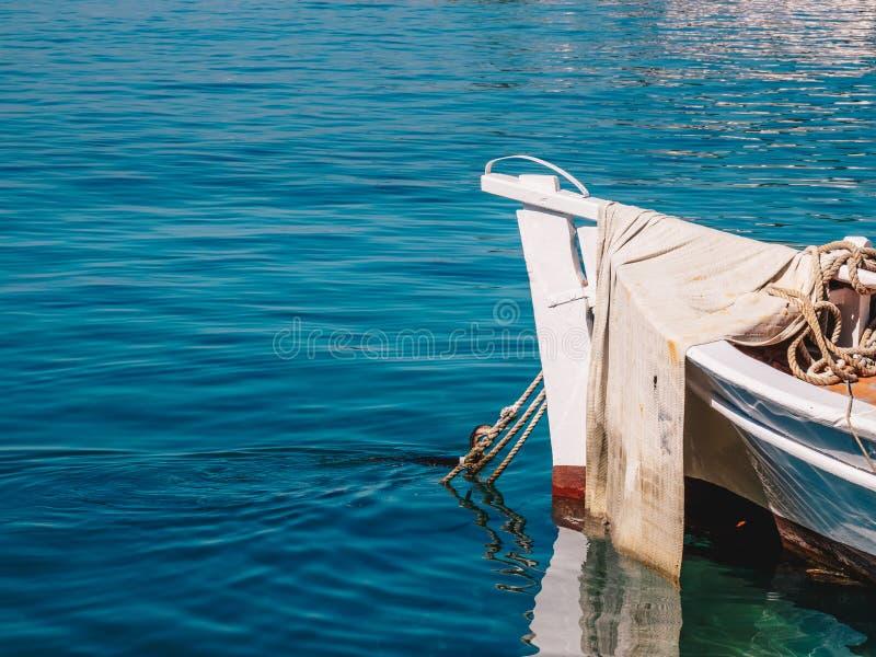 Detailmening van een traditionele Griekse vissersboot in Limenas-Haven, Thasos-Eiland stock fotografie