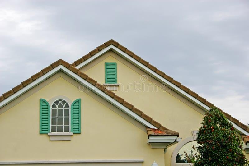 Details der Blendenverschlüsse, des Fensters und des Roofline lizenzfreie stockfotografie