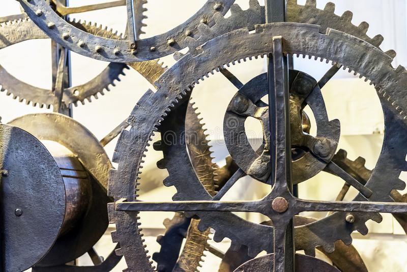 Details des alten Uhrwerks des 19. Jahrhunderts im Museum von Kolomensky-Park Moskau stockfoto